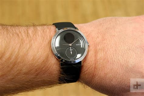 What Is A Hybrid Smartwatch, And How Does It Work