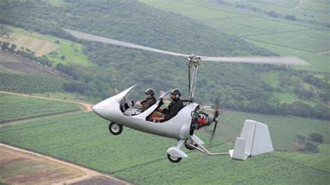 Pilot survives gyrocopter crash at Beaufort County airport