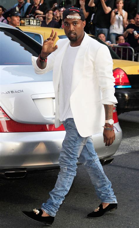 Kanye West Teaches at College, Kendall Jenner Dances in